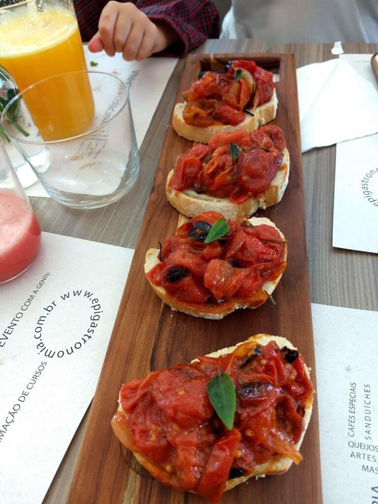 Brusqueta_tomate_assado