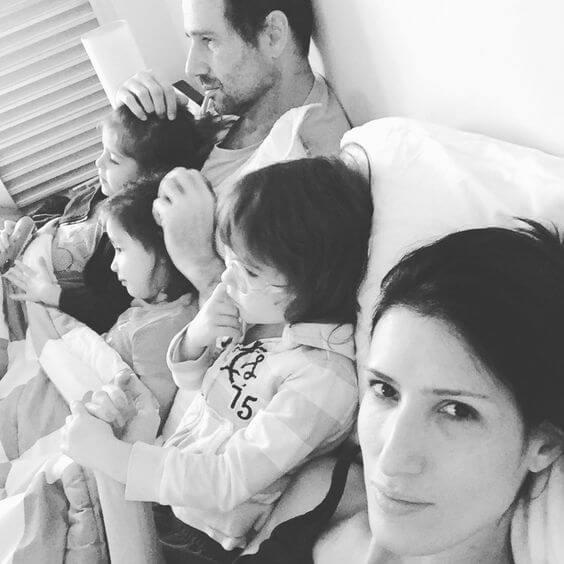 familia-na-cama